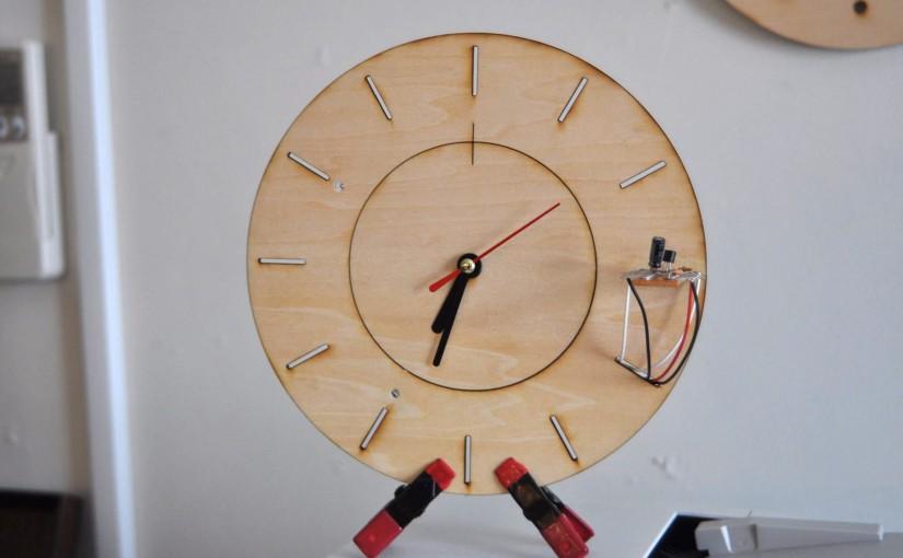 レーザーカッターと電子工作で時計を作りました