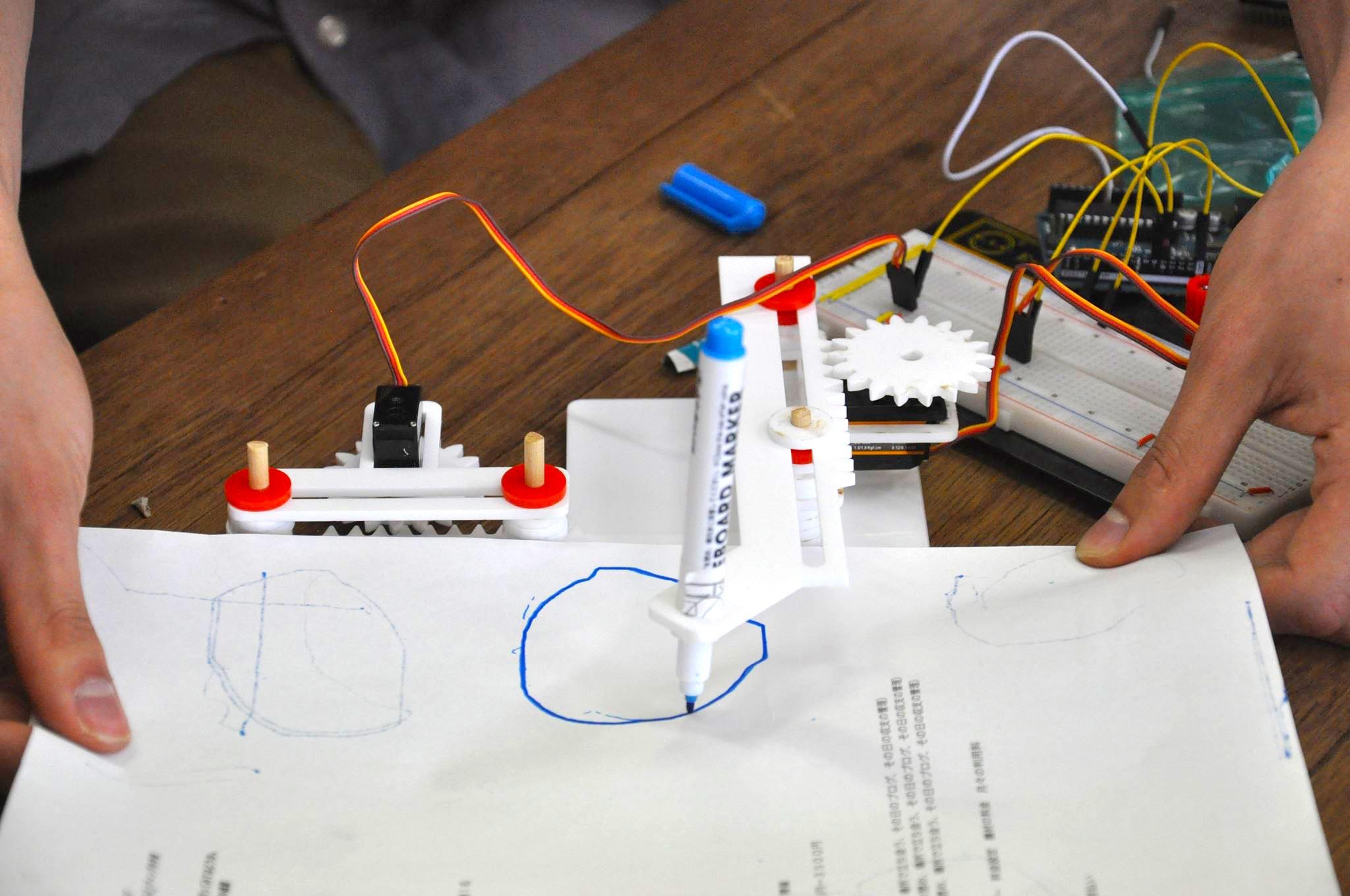 レーザーカットアクリル製XYプロッター